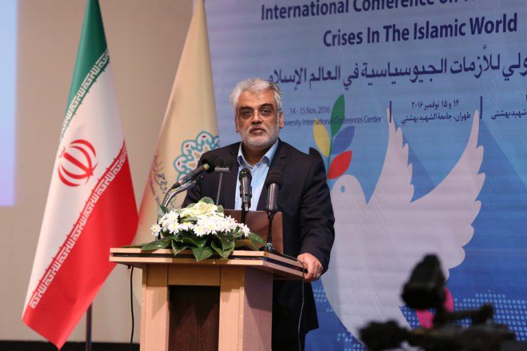 حضور رئیس وقت دانشگاه شهید بهشتی در کنفرانسهای ملی و بین المللی