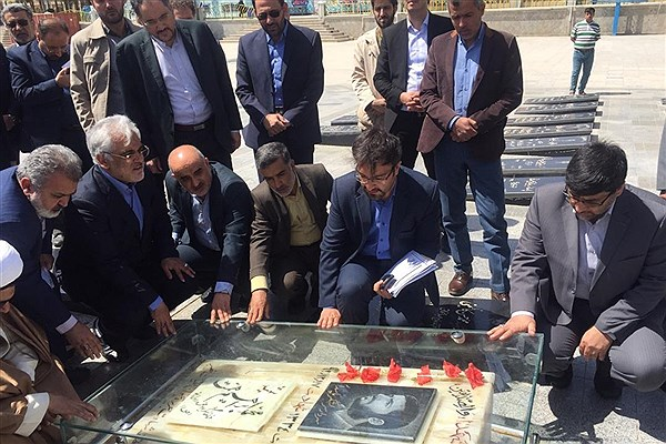 ادای احترام دکتر طهرانچی به مقام شهید همت و شهدای دفاع مقدس شهرضا