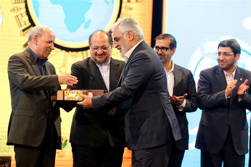 تجلیل و قدردانی از دانشگاه آزاد اسلامی برای ایجاد تسهیلات ویژه به افراد دارای معلولیت
