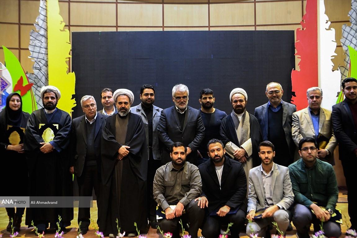 دانشجویان نمونه و برگزیده دانشگاه آزاد اسلامی تقدیر شدند