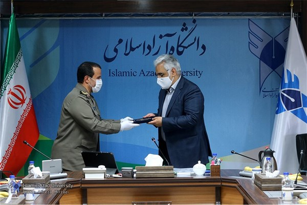 رئیس ستادکل نیروهای مسلح از دکتر طهرانچی و مسئولان دانشگاه آزاد اسلامی تقدیر کرد