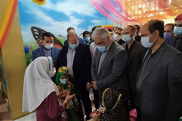 رئیس دانشگاه آزاد اسلامی از دبستان سما بندرعباس بازدید کرد