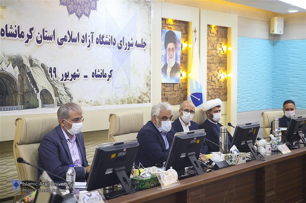 بازدید دکتر طهرانچی از آزمایشگاههای دانشگاه آزاد اسلامی واحد کرمانشاه
