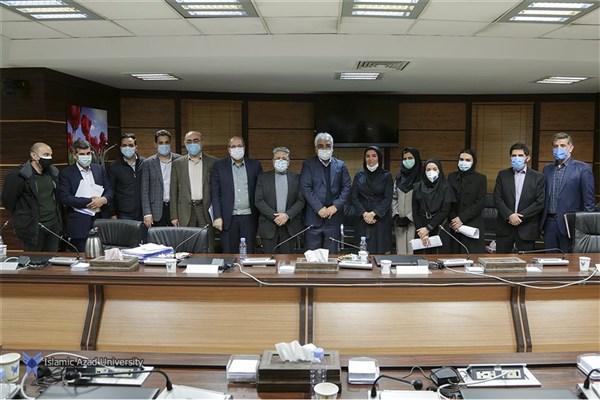 نشست صمیمانه جمعی از دانشجویان مقطع دکتری دانشگاه آزاد اسلامی با دکتر طهرانچی برگزار شد